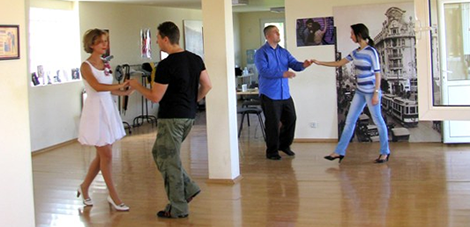 Triple Step Swing Club   Scoli de dans