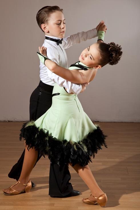 copii-dansatori-joie-de-vivre